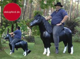 Foto 9 HALLO NACH HAMBURG …   Sie möchten gern mal unsere hauseigenen Deko Pferde lebensgross - Modell in den unterschiedlichsten Ausführungen kennenlernen … www.dekomitpfiff.de / Tel. 033767 - 30750 / info@dekomitpfiff.de