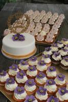 HAUSGEMACHT: Cupcakes im Hochzeitskleid, die etwas andere Hochzeitstorte! Ein bisschen crazy aber toll ! - Der ganz neue Trend -