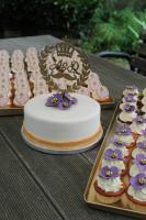 Foto 2 HAUSGEMACHT: Cupcakes im Hochzeitskleid, die etwas andere Hochzeitstorte! Ein bisschen crazy aber toll ! - Der ganz neue Trend -