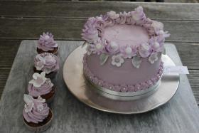 Foto 4 HAUSGEMACHT: Cupcakes im Hochzeitskleid, die etwas andere Hochzeitstorte! Ein bisschen crazy aber toll ! - Der ganz neue Trend -