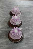 Foto 6 HAUSGEMACHT: Cupcakes im Hochzeitskleid, die etwas andere Hochzeitstorte! Ein bisschen crazy aber toll ! - Der ganz neue Trend -
