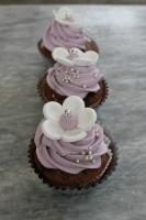 Foto 7 HAUSGEMACHT: Cupcakes im Hochzeitskleid, die etwas andere Hochzeitstorte! Ein bisschen crazy aber toll ! - Der ganz neue Trend -