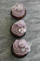 Foto 8 HAUSGEMACHT: Cupcakes im Hochzeitskleid, die etwas andere Hochzeitstorte! Ein bisschen crazy aber toll ! - Der ganz neue Trend -
