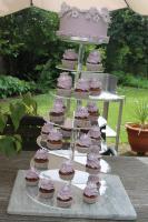 Foto 10 HAUSGEMACHT: Cupcakes im Hochzeitskleid, die etwas andere Hochzeitstorte! Ein bisschen crazy aber toll ! - Der ganz neue Trend -