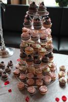 Foto 11 HAUSGEMACHT: Cupcakes im Hochzeitskleid, die etwas andere Hochzeitstorte! Ein bisschen crazy aber toll ! - Der ganz neue Trend -