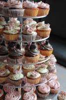 Foto 13 HAUSGEMACHT: Cupcakes im Hochzeitskleid, die etwas andere Hochzeitstorte! Ein bisschen crazy aber toll ! - Der ganz neue Trend -