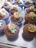 Foto 18 HAUSGEMACHT: Cupcakes im Hochzeitskleid, die etwas andere Hochzeitstorte! Ein bisschen crazy aber toll ! - Der ganz neue Trend -