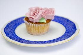 Foto 21 HAUSGEMACHT: Cupcakes im Hochzeitskleid, die etwas andere Hochzeitstorte! Ein bisschen crazy aber toll ! - Der ganz neue Trend -