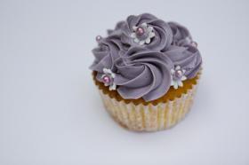 Foto 22 HAUSGEMACHT: Cupcakes im Hochzeitskleid, die etwas andere Hochzeitstorte! Ein bisschen crazy aber toll ! - Der ganz neue Trend -
