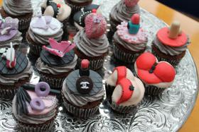 Foto 30 HAUSGEMACHT: Cupcakes in tausendundeins Variationen...einfach köstlich !... und auch optisch ein Genuß !