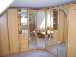 Foto 2 HOCHWERTIGES Schlafzimmer (großer Eck-Schrank!!! - großes Bett)