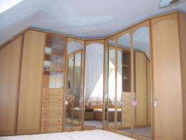 Foto 5 HOCHWERTIGES Schlafzimmer (großer Eck-Schrank!!! - großes Bett)