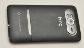 Die Rückseite mit 5-Megapixel-Kamera und Ständer zum ausklappen