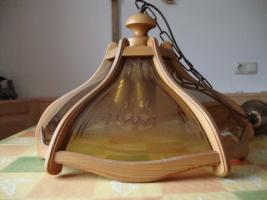 Hängeleuchte aus Glas und Holz