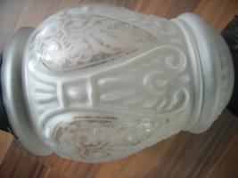 Foto 2 Hängeleuchte, Metall & Milchglas mit Ornamenten