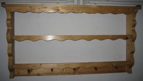 Hängeregal aus Holz