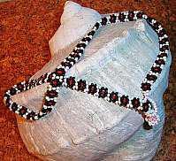Handarbeit !!! Modeschmuck-Halskette mit Blumendesign