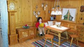 Foto 3 Handgefertigte Miniatur Bauernstube aus Holz