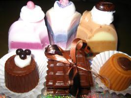 Handgemachte Seife als Geschenk Torten-Pralinen-Gagseife uvm