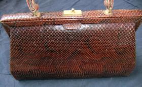 Foto 2 Handtasche aus braunem Schlangenleder