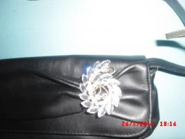 Foto 2 Handtasche schwarz mit brosche