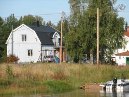 Haus (Einfamilienhaus) am See in Mittelschweden