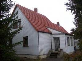 Haus mit Grundstück etwa 900m² mit Garage & Werkstadt Sanierungsbedürftig in 04552 Borna, Siedlung Kesselshain 01.