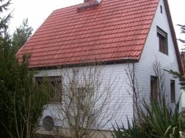 Foto 8 Haus mit Grundstück etwa 900m² mit Garage & Werkstadt Sanierungsbedürftig in 04552 Borna, Siedlung Kesselshain 01.