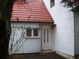 Foto 10 Haus mit Grundstück etwa 900m² mit Garage & Werkstadt Sanierungsbedürftig in 04552 Borna, Siedlung Kesselshain 01.
