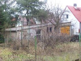 Foto 12 Haus mit Grundstück etwa 900m² mit Garage & Werkstadt Sanierungsbedürftig in 04552 Borna, Siedlung Kesselshain 01.