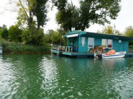 Hausboot – schwimmendes Haus 14x 5 Meter samt Wasserlände in der Slowakei