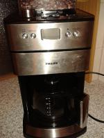 Kaffeemaschine mit Mahlwerk für Bohnen und Pulver