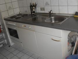 Küche (mit Backofen, Spülmaschine...)
