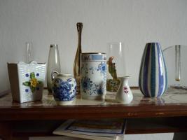 Foto 4 Haushaltsaufl�sung Esszimmerschrank , Tisch, Sofa, Wohnzimmertisch, Vasen etc.