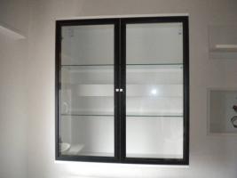 Foto 2 Haushaltsauflösung Wohnwand scharz-weiß Glastisch Schrank Geschirr Kleidung Kosmetik