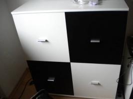 Foto 3 Haushaltsauflösung Wohnwand scharz-weiß Glastisch Schrank Geschirr Kleidung Kosmetik