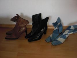 Haushaltsauflösung, Schuhe, Kleidung, Glas, Porzellan, Möbel uvm