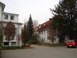 Helle ruhige Wohnung in Grünanlage