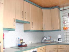 Foto 2 Helle, gepflegte Küche L-Form Eichennachbildung