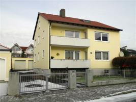 Foto 8 Helles 1 Zimmerappartment (Dachgeschoß) in 3-Familiehaus mit Einbauküche und seperatem Bad mit Badewanne in ruhiger Wohnlage in Ingolstadt/Donau zentrale Lage