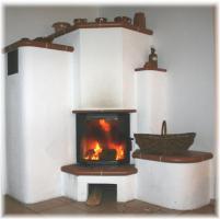 Das Kaminfeuer brennt
