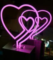 Herz mit Herzchen Sonderedition als Neonobjekt, ideales Hochzeitsgeschenk.