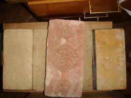 Foto 2 Historische Mauerziegel mit Initialen