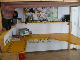 Foto 3 Hochbett mit integriertem Schreibtisch
