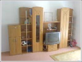 Hochwertige Anbauwand und gro�es Sofa