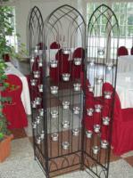 Hochwertiger Raumteiler mit passenden Kerzengl�sern