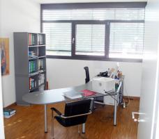 Foto 4 Hochwertiges Bürogebäude mit Verkaufsfläche und Lagerhallen als Kapitalanlage oder selbst nutzen