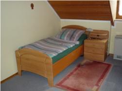 Foto 3 Hochwertiges Einzel-Schlafzimmer /Gästezimmer in massivem Hartholz