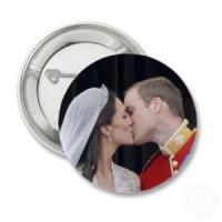 Foto 3 Hochzeitsbuttons mit Motiv & Name & Datum