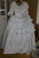 Foto 2 Hochzeitskleid mit Reifenrock Kopfschmuck und kurzer Schleier